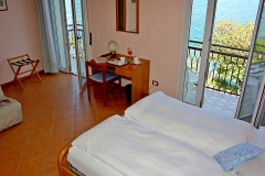 hotel-pensione-lago-di-garda-vicino-spiaggia-0005