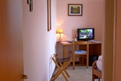 hotel-pensione-lago-di-garda-vicino-spiaggia-0011