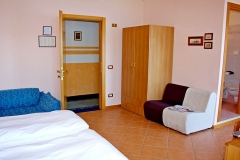 guesthouse-gardalake-directly-on-the-lake-rooms-0002