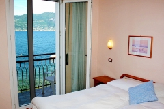 guesthouse-gardalake-directly-on-the-lake-rooms-0003