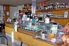 restaurant-bar-gardalake-right-on-the-lake-0001