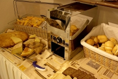guesthouse-gardalake-right-on-the-lake-breakfast-buffet-0003