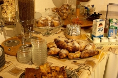 guesthouse-gardalake-right-on-the-lake-breakfast-buffet-0006