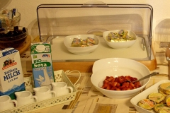 guesthouse-gardalake-right-on-the-lake-breakfast-buffet-0008