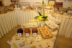 guesthouse-gardalake-right-on-the-lake-breakfast-buffet-0009