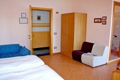 hotel-pensione-lago-di-garda-vicino-spiaggia-0002