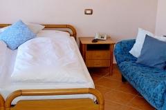 hotel-pensione-lago-di-garda-vicino-spiaggia-0009