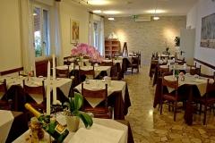 restaurant-gardasee-direkt-am-see-mit-steg-und-boje-0001