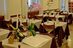 restaurant-gardasee-direkt-am-see-mit-steg-und-boje-0004