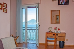 guesthouse-gardalake-directly-on-the-lake-rooms-0001