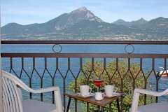 guesthouse-gardalake-directly-on-the-lake-rooms-0010