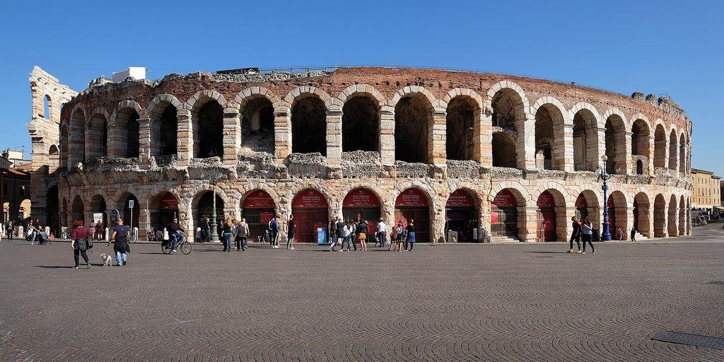 L'Arena di Verona, oggi importante sede di spettacoli operistici