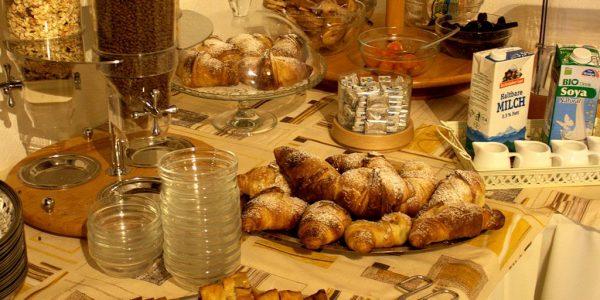 buffet-hotel-menapace-restaurant-gardasee