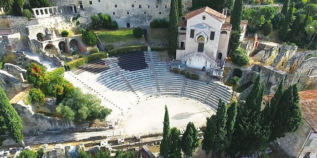 Il Teatro Romano di Verona, ancora oggi utilizzato per concerti, balletti e opere teatrali